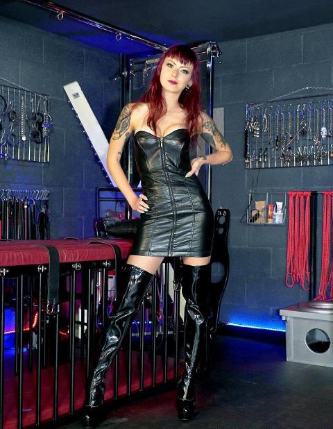 Mistress Dominatrice Rebecca disponibile a Padova